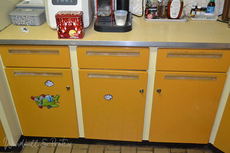 Retro Kitchen Revamp - Yellow cabinets | www.windmillprotea.com