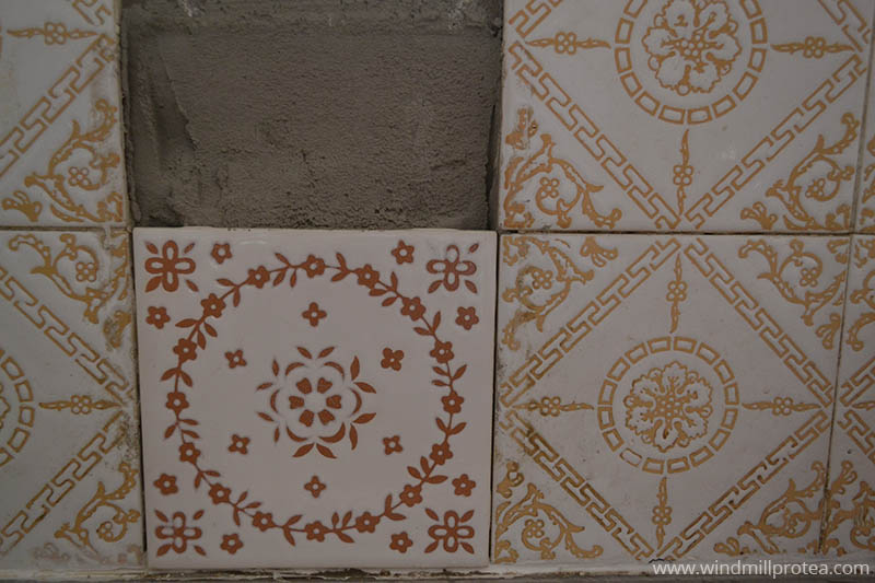 Replacing wall tiles | www.windmillprotea.com