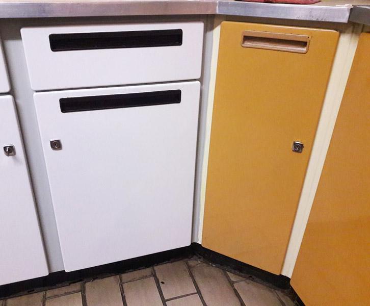 Retro Kitchen Progress: How to paint kitchen cabinets   www.windmillprotea.com