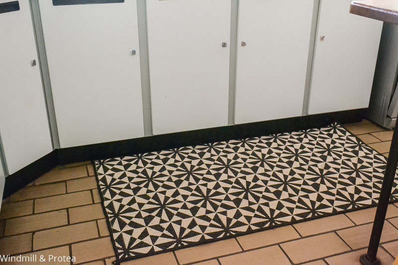 Add a rug to your kitchen floor | www.windmillprotea.com
