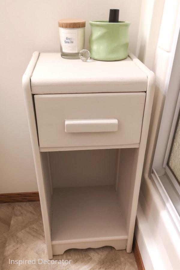 https://inspireddecorator.com/using-wall-paint-on-furniture