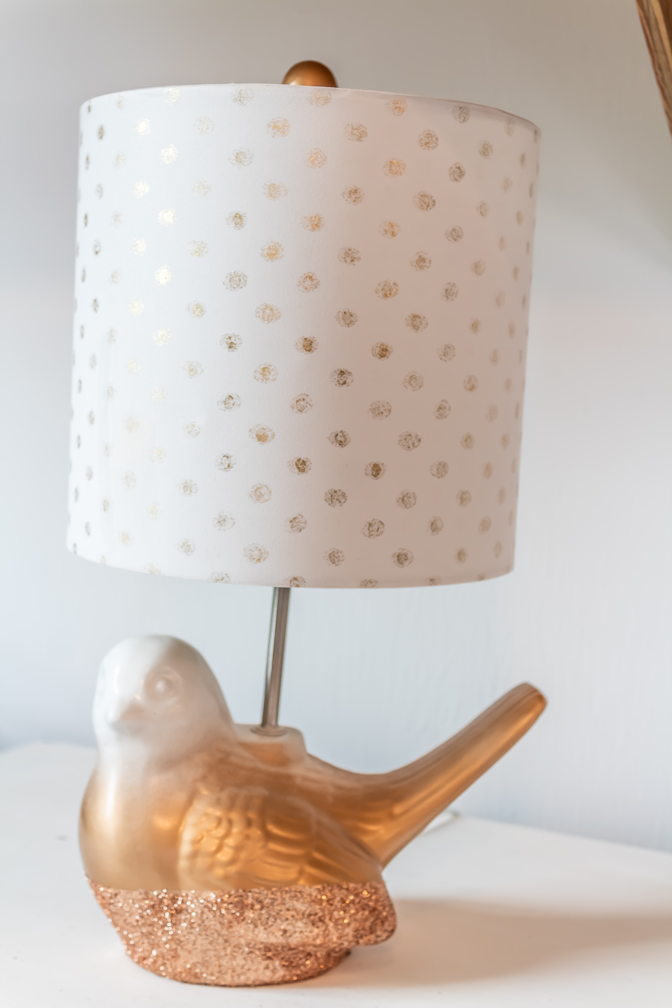 https://thelivedinlook.com/diy-gold-glitter-ombre-lamp