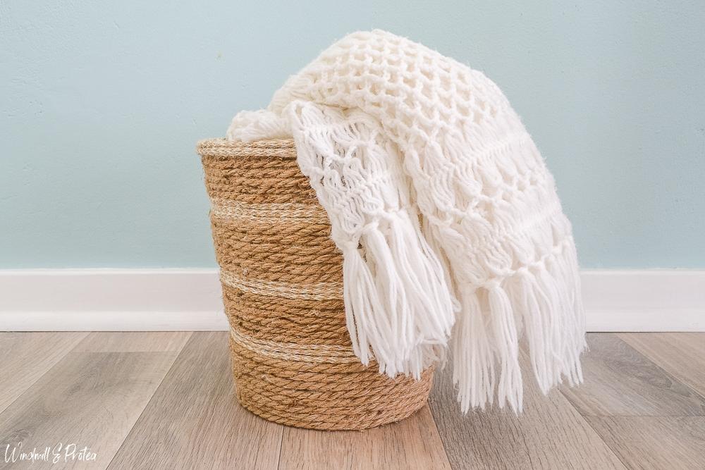 DIY Rope Basket - Blanket Storage | www.windmillprotea.com