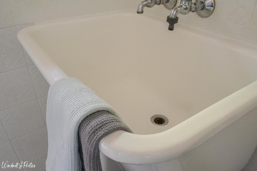 Refinish Porcelain Sink - Rust-Oleum Tub & Tile Repair | www.windmillprotea.com