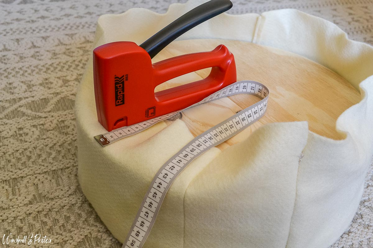How to make a DIY Round Stool | windmillprotea.com