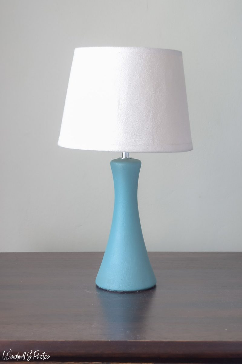 DIY Hobnail Table Lamp - Before | windmillprotea.com
