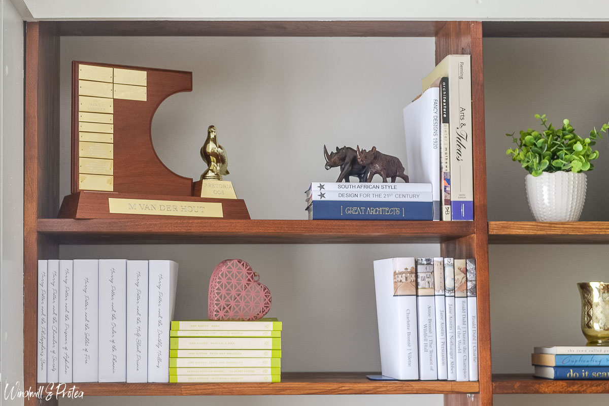Use books vertically and horizontally | www.windmillprotea.com